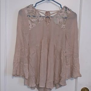 American Eagle pink flowy top with lace detail